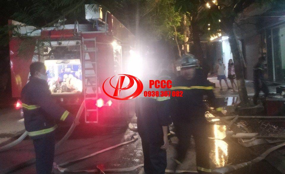 Hải Phòng: Cứu thành công 3 nạn nhân trong vụ cháy nhà số 260 Văn Cao (quận Ngô Quyền)